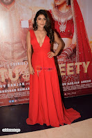 ishita Raj Sharma in Red Gown Stunning Beauty at success party of film sonu ke u ki sweety 008.JPG