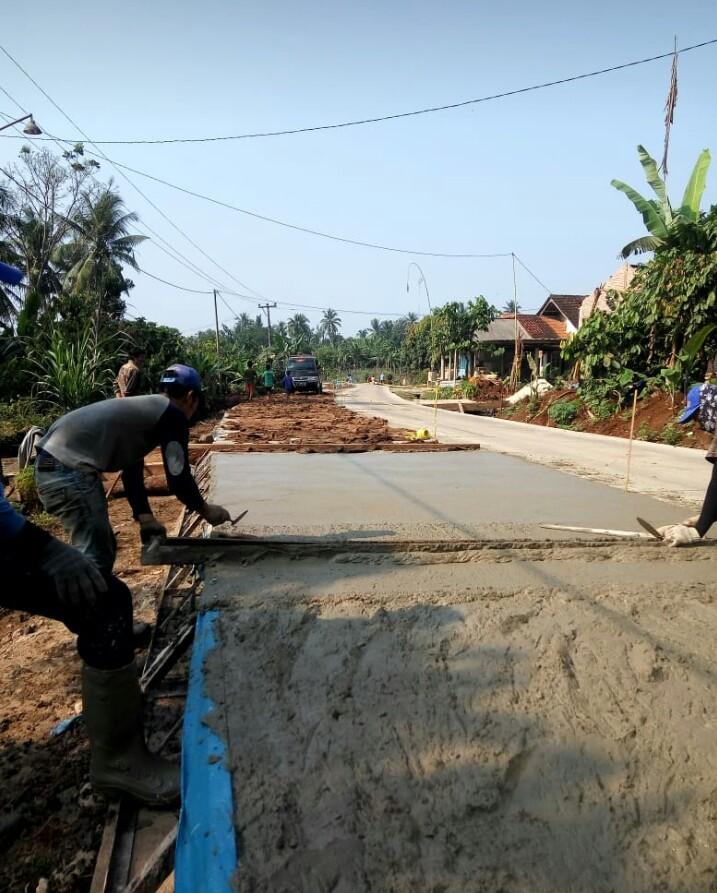 kami sudah siap bila anda pesan ready mix beton siap cor untuk jalan warga