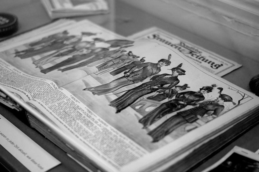 Blog + Fotografie | fim.works | Nachtansichten Bielefeld | Anstalt Bethel | Ausstellung BroSa | Damenkleider Anfang des 19. Jahrhunderts