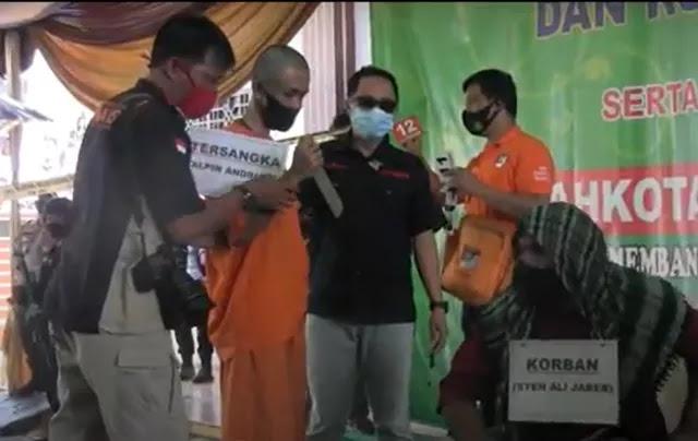 17 Adegan Diperagakan Tersangka Penusuk Syekh Ali Jaber, Warga Geleng Kepala: Kok Sadar? Katanya Gila?