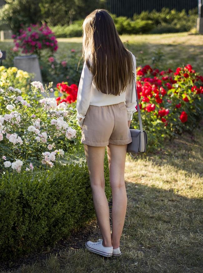 szorty i długie nogi