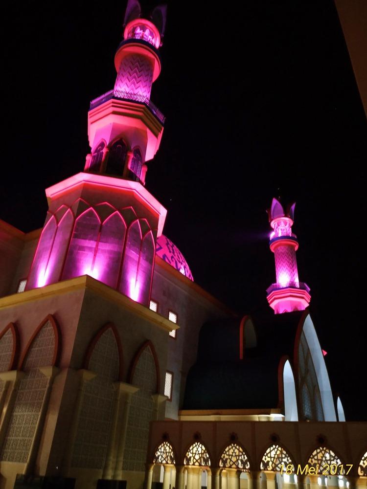 Ihwan Hariyanto Islamic Center Mataram Menikmati Senja Langit Lombok