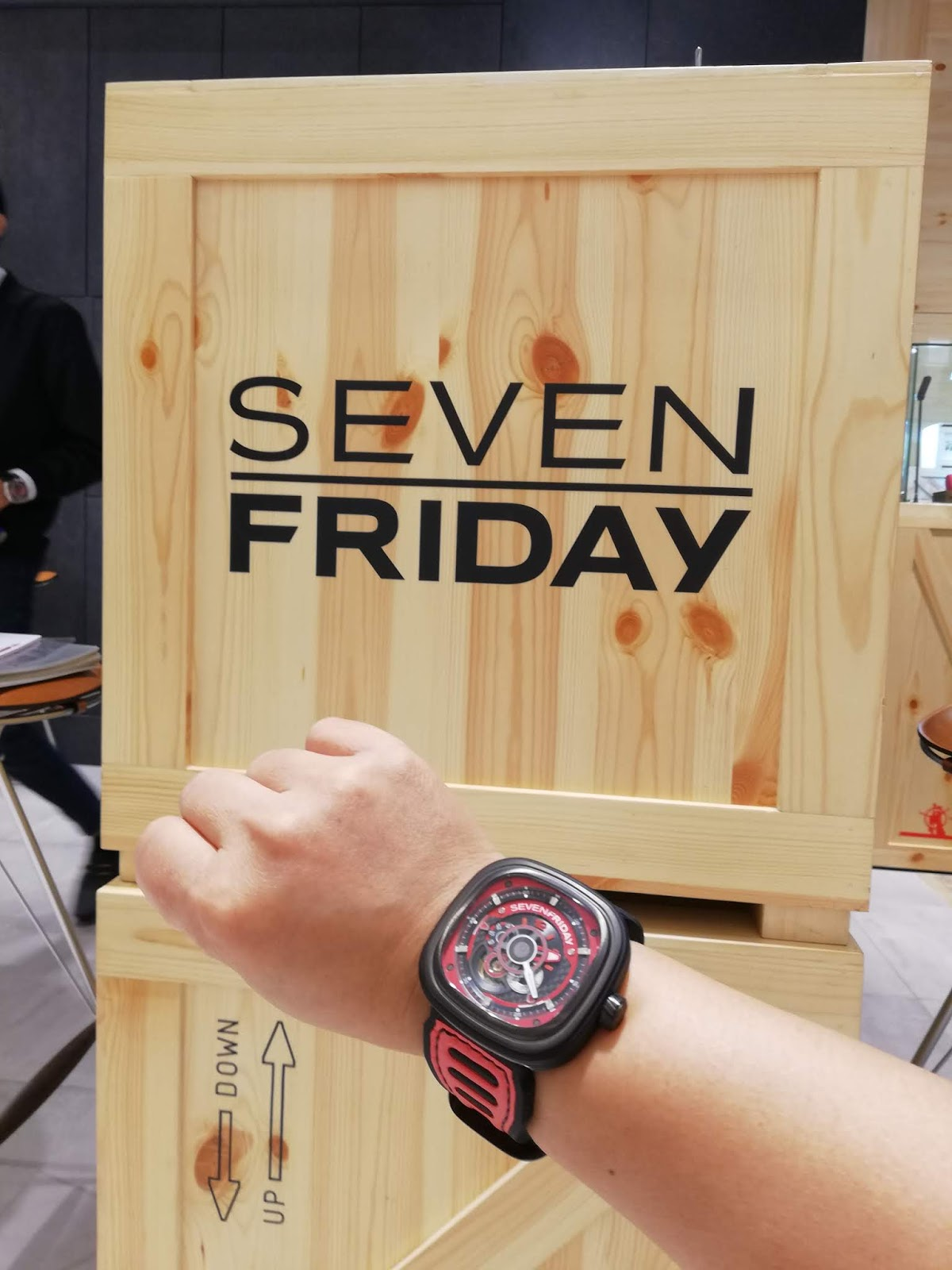 Choypengism: SEVENFRIDAY Space, the first watch lounge concept store