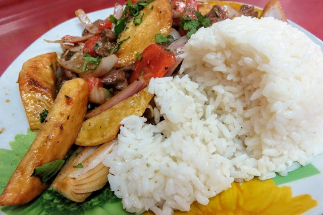 Food in Peru: Lomo saltado in Lima
