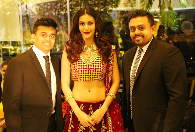 Mr. Ketan and Jatin Chokshi of Narayan Jewellers along with gorgeous actress Amyra Dastur who is wearing beautiful set by  Narayan Jewellers at Smile Foundation's Ramp