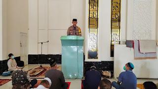 Selain Kontrol Protokol Kesehatan, Kapolres Enrekang Syiar Ramadhan Di Masjid Al-Ikhwan Sudu