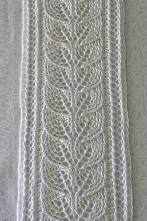 Column of Leaves Scarf - Free Pattern