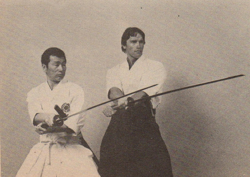 Fotografías de Arnold Schwarzenegger con el sensei Kiyoshi Yamazaki entrenando para Conan el bárbaro