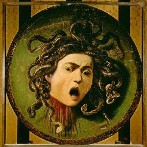 escudo de atenea con cabeza de medusa