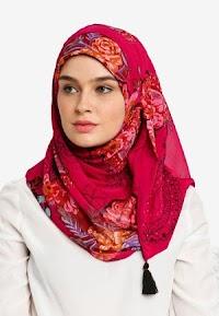 Hijab Merah Merona