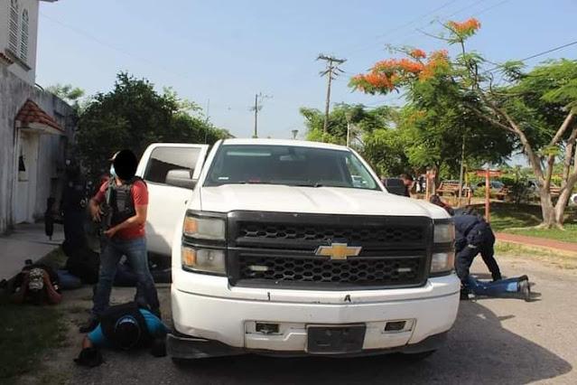 Video: Un Comando armado de por lo menos 10 Sicarios es capturado por Municipales momentos después de ejecutar a un hombre en Cárdenas, Tabasco