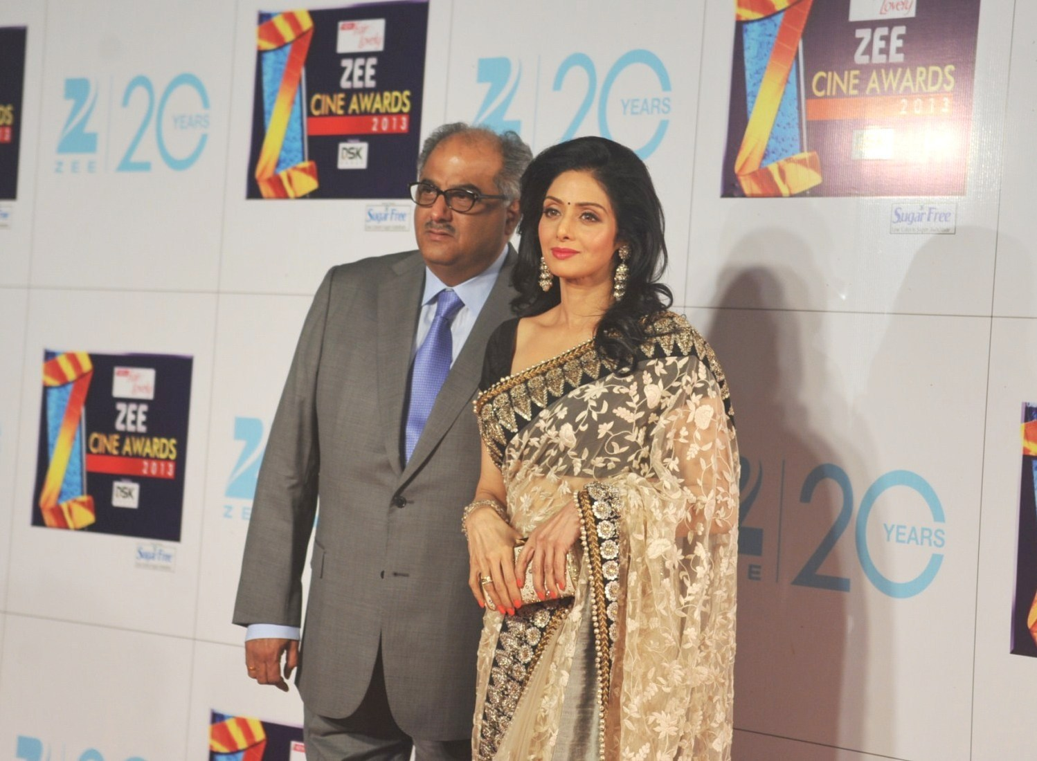 Vidya balan and sridevi at zee cine awards 2013.