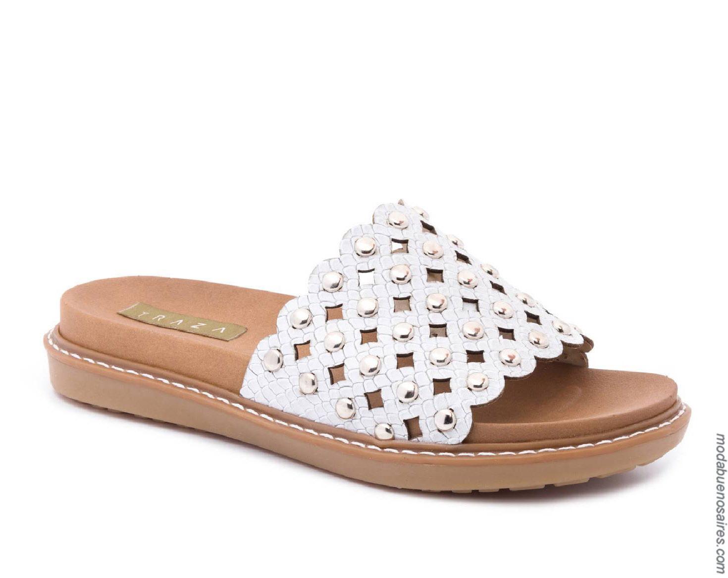 Sandalias bajas moda primavera verano 2020.