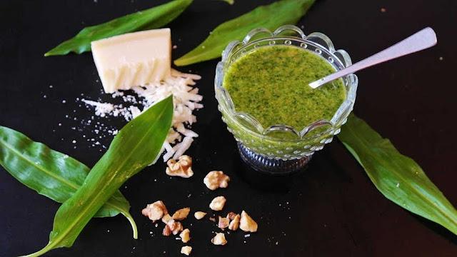 Receta salsa italiana de pesto.  Uso de las especias en cocina: Albahaca, Ocimun basilicum