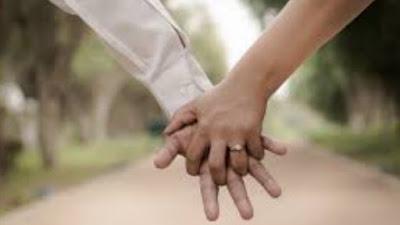 Standarisasi Umur Laki-laki dan Perempuan  Bisa Dikatakan Membatalkan Wudlu Ketika Bersentuhan