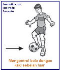Gambar mengontrol bola dengan kaki sebelah luar