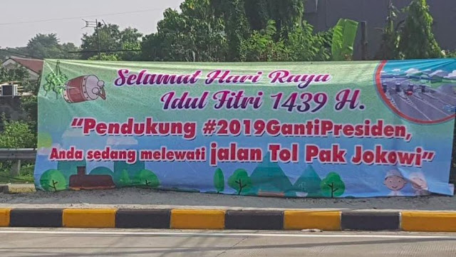 "Spanduk ""Tol Jokowi"" Bikin Fadli Zon dan Politisi Demokrat 'Kebakaran Jenggot', Netizen Komentar Telak....."