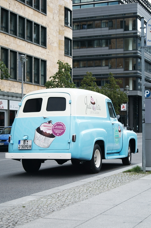 Blog + Fotografie by it's me! - Bloggertreffen in Berlin - Gendarmenmarkt, Oldtimer