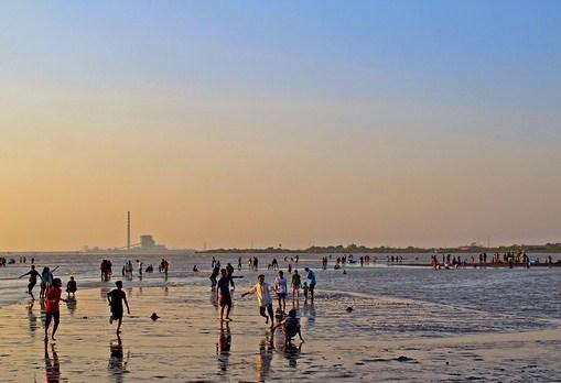 Pesona Keindahan Obyek Wisata Pantai Kejawanan Di Pegambiran