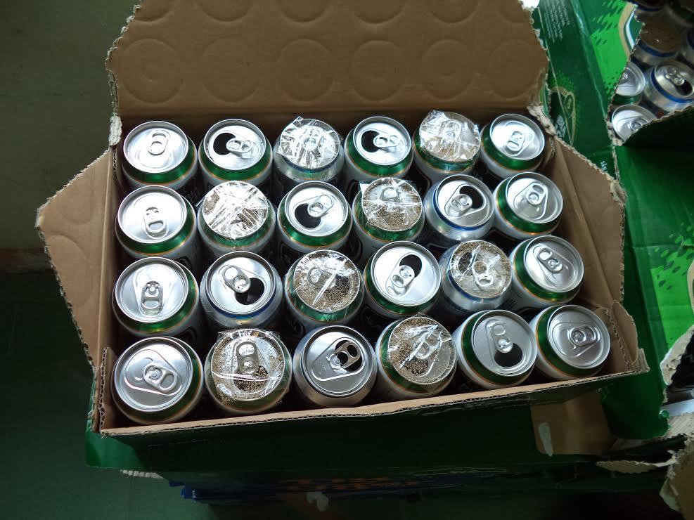 Gia Lai: Bắt 2 đối tượng bỏ cát vào lon bia... đem bán
