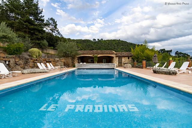 Hotel Le Pradinas, piscina, Mialet - Francia, por El Guisante Verde Project