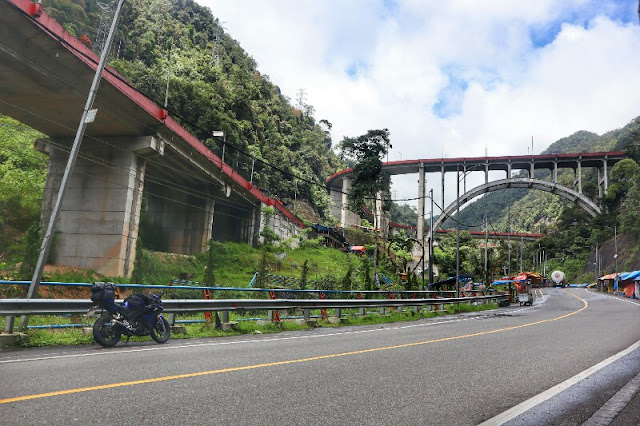 Touring Melewati Jembatan Jalan Layang Kelok Sembilan Sumatera Barat