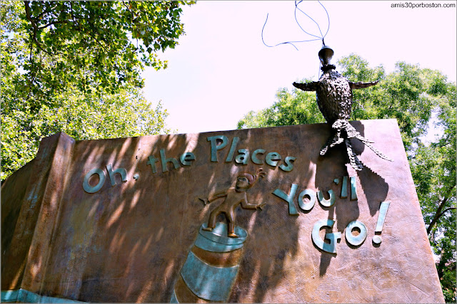 """Oh, the Places You'll Go!"" en el Jardín de Esculturas del Dr. Seuss en Springfield"