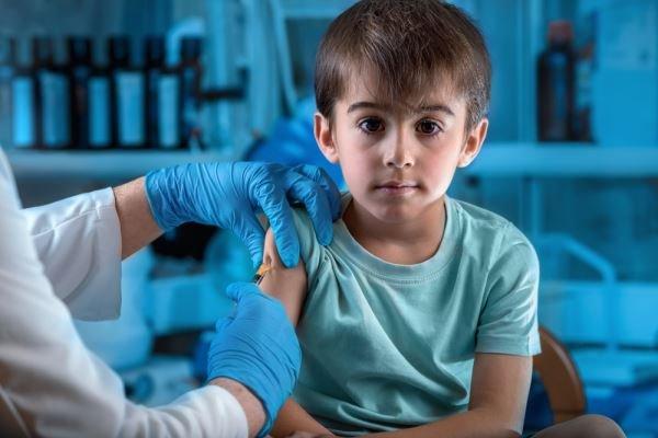 Pais que não vacinarem seus filhos poderão ser presos