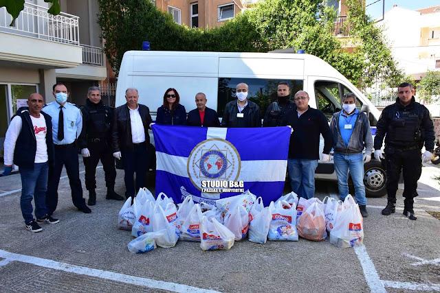 Αστυνομικοί της Αργολίδας πρόσφεραν τρόφιμα στο Κοινωνικό Παντοπωλείο Ναυπλίου (βίντεο)