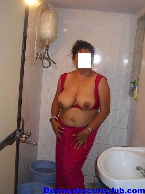 Women Poping Naked 30