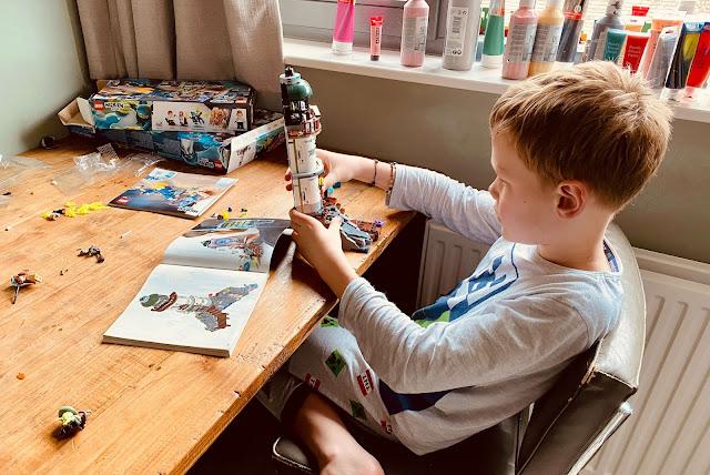 Pyjamadag  LEGO bouwen