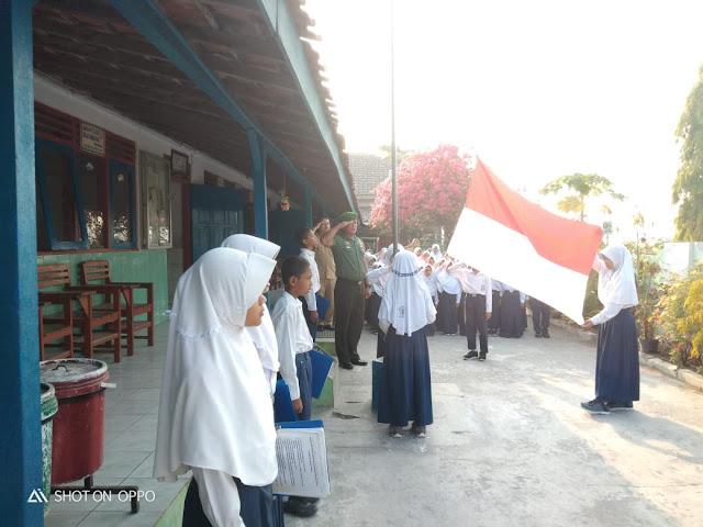 Irup Upacara Bendera SD Karangdowo Seorang Babinsa