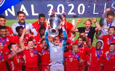 لاعبو بايرن ميونيخ يحملون كأس ابطال أوروبا