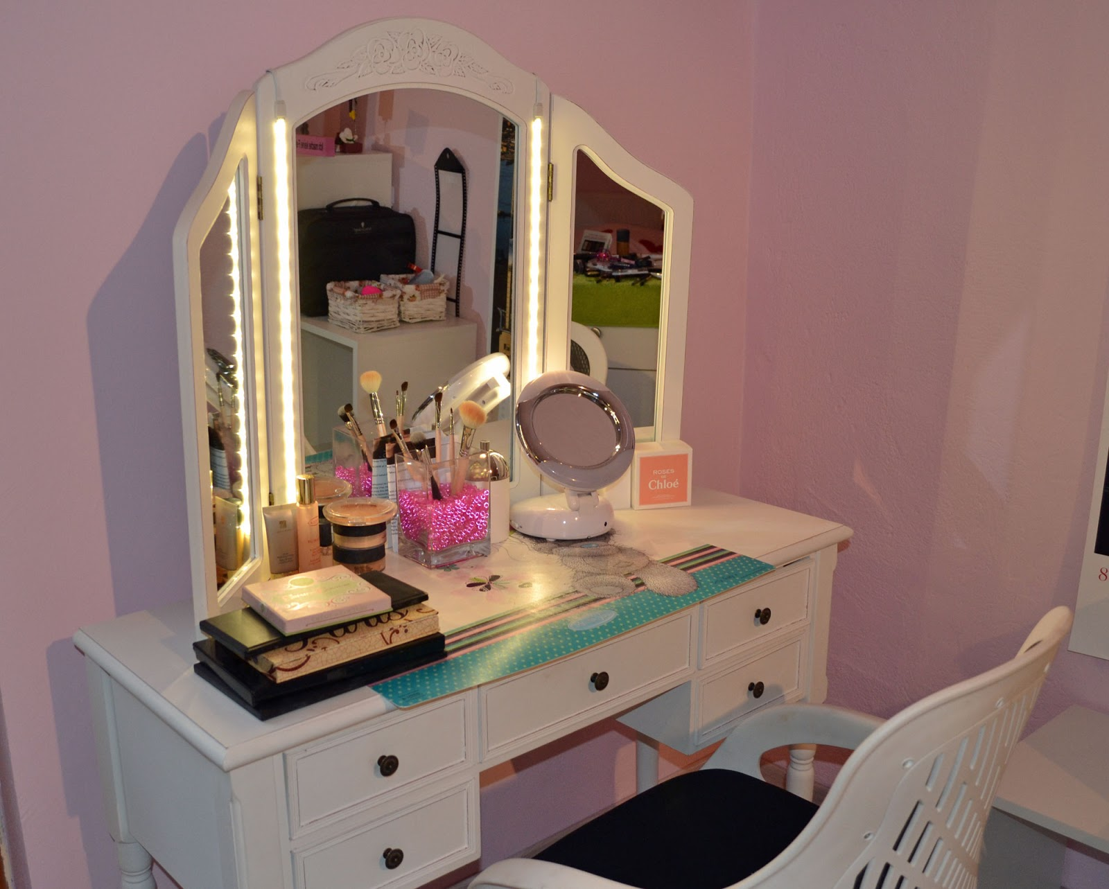 Lighted Vanity Mirror With Storage : White Makeup Table and Vanity Desk Selection for your Room