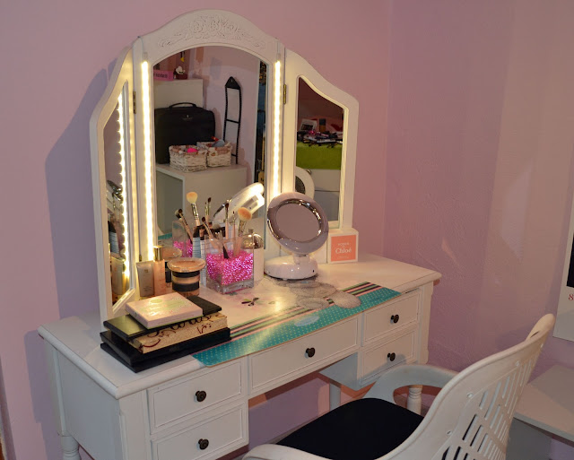 cosmetic table with storage drawers and lights around mirror,vanity dressing table idea