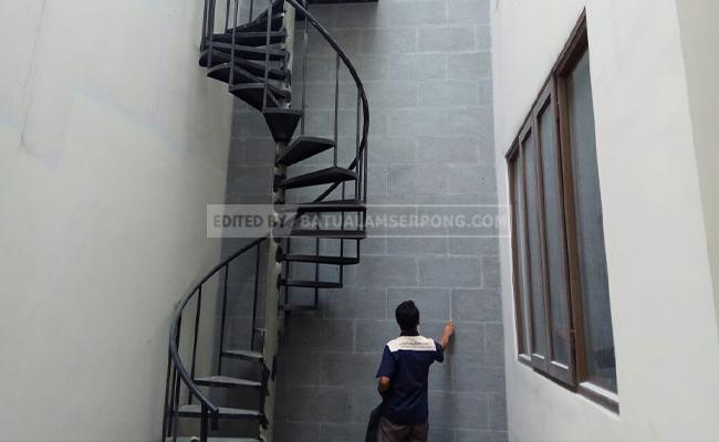 dinding tangga batu alam