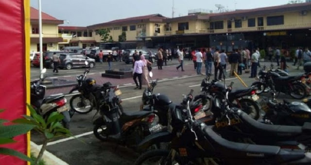 Bomb Explodes at Medan Police Headquarters