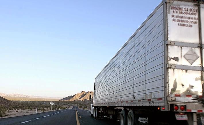 La velocidad máxima permitida para los vehículos doblemente articulados diferenciados (con peso adicional) será de 80 Km/hora. (Foto: Cortesía SCT)