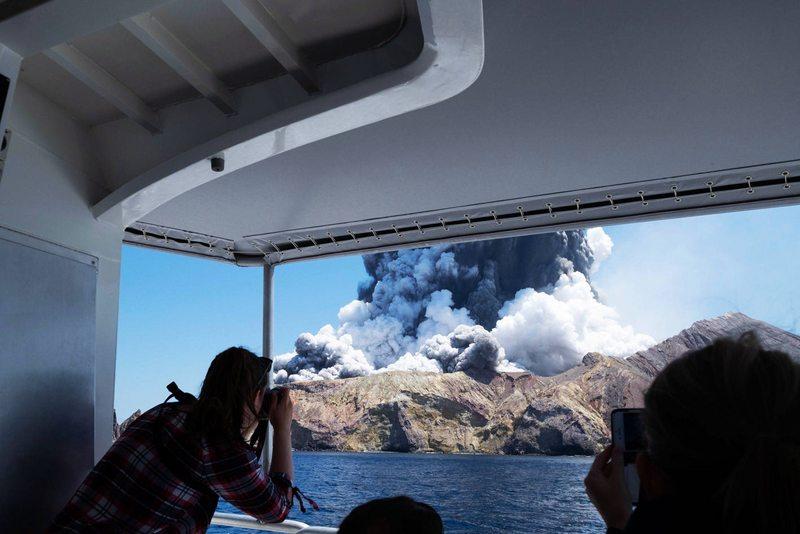 Drama de turistas que no alcanzaron a huir tras erupción del volcán