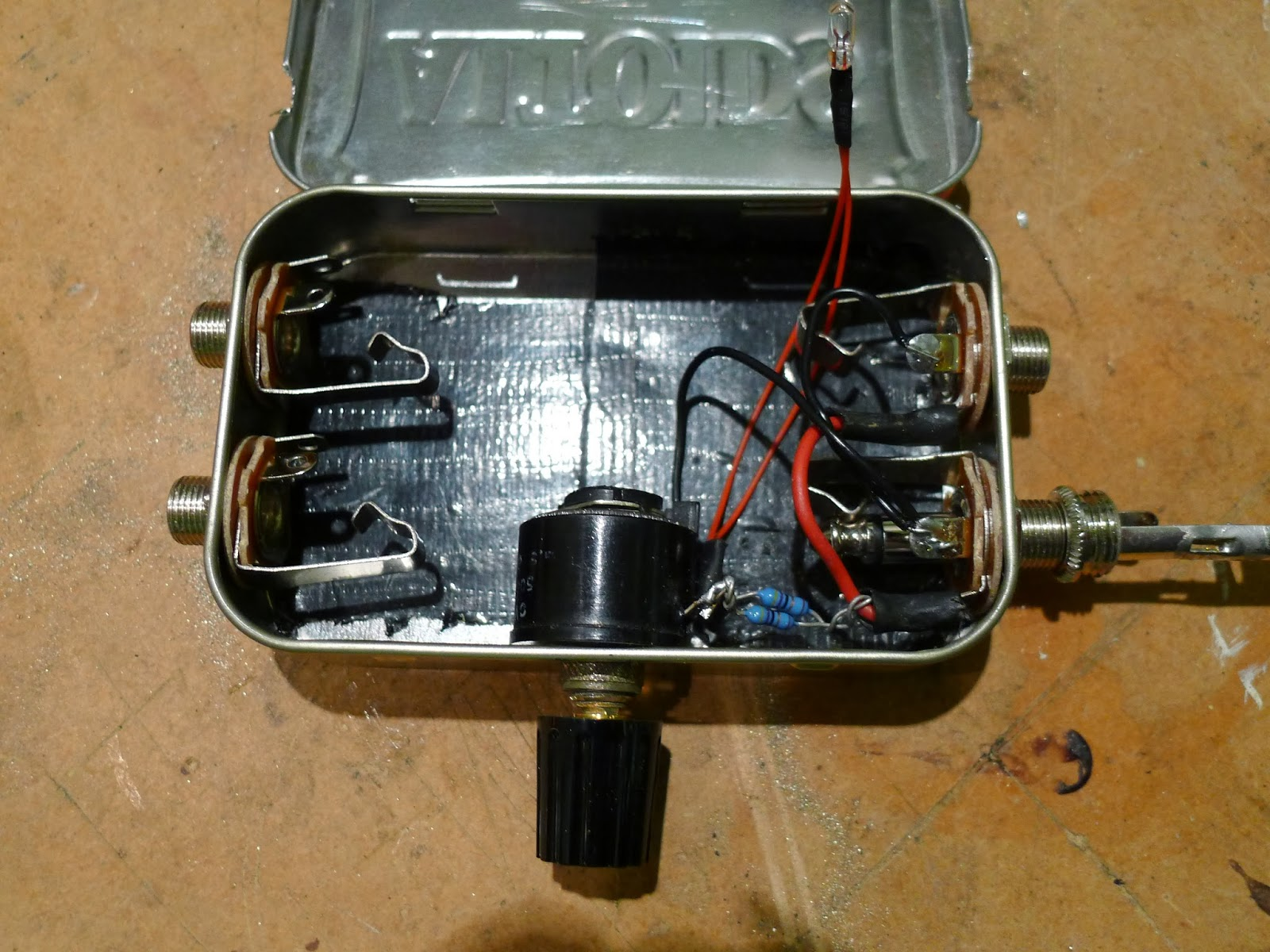 Sounds Off Again Simple Optical Compressor For Bass Guitar Ldr Circuit Care Was Taken To Optically Couple The Bulb Photocell Using A Perspex Rod Wrapped In Smooth Tin Foil Came From Ebay