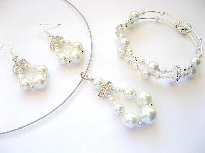 Model set bijuterie mirese din perle sticla si cristale