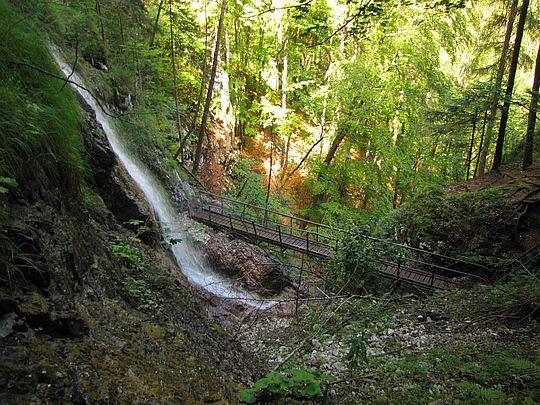Wodospad Welonowy ze szlaku powyżej pierwszego mostku.