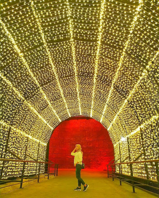 Lorong Cahaya Di Milenial Glow Garden Jatim Park