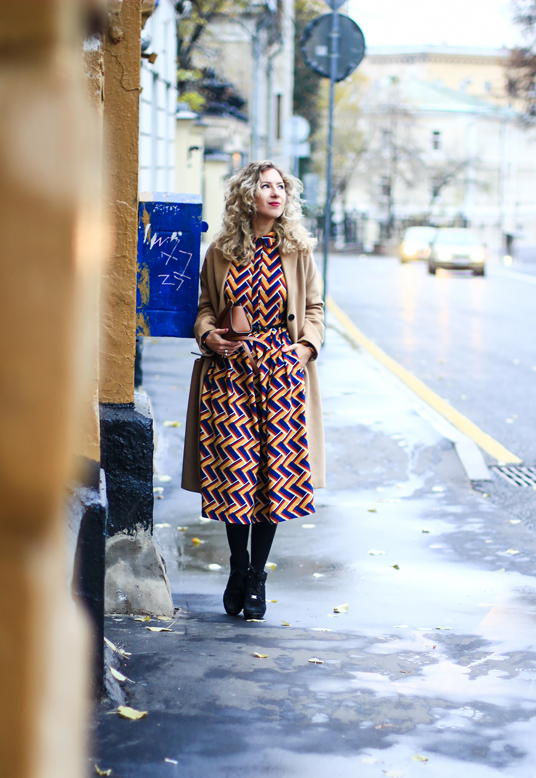 margarita_maslova_Spicy Mustard_dress_riverside_pantone_fall_look_streetstyle camel coat