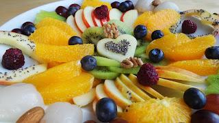 Low-Carb Fruit Platter: Oranges, applies, blueberries, raspberries,kiwi