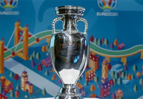 Giống W.C 2022, EURO 2020 có thể đá vào mùa Đông
