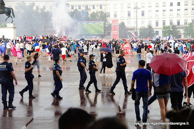Lyon, place Bellecour : France-Croatie.