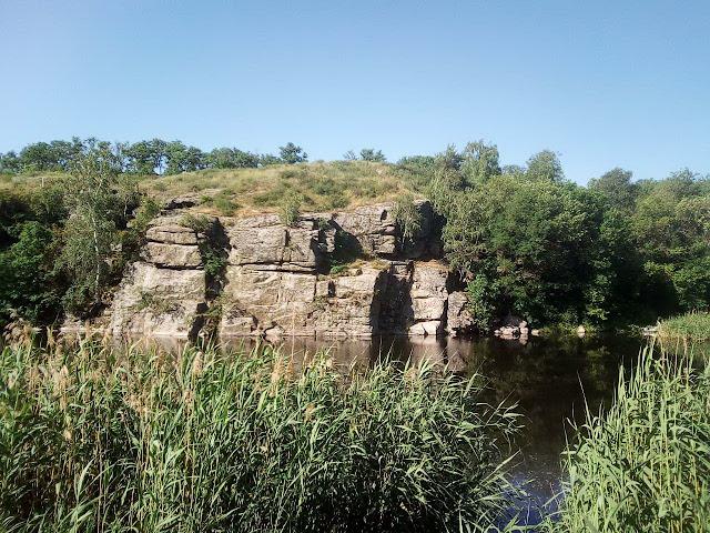 скалы Искра