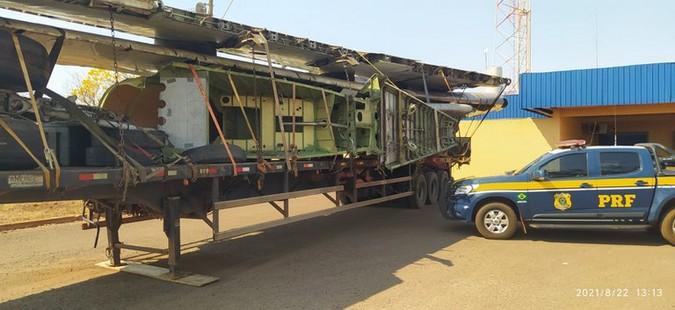 PRF flagra carreta transportando peças de avião de forma irregular na BR-267