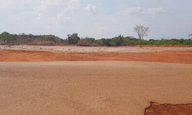 Foto dos rejeitos espalhados pela região